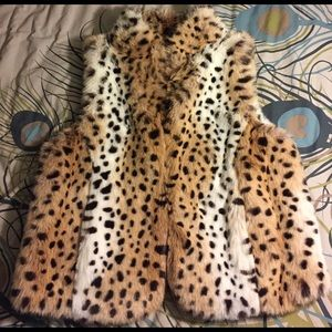 NWOT Faux fur cheetah print Women's vest