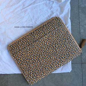 NWOT DVF Diane von Furstenberg portfolio purse