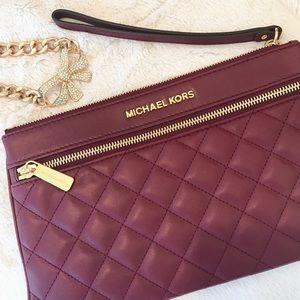 Michael Kors Handbags - 🆕Michael Kors Large Selma Quilted Clutch/Wristlet