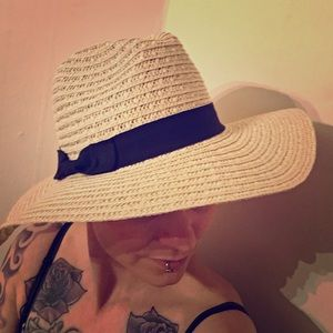 NWOT Straw hat with ribbon