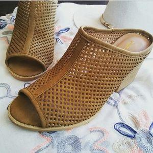 Shoes - //The Emma// Camel cutout open toe Mule