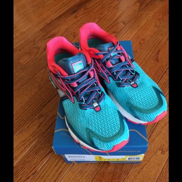 8c923a9edf1 BROOKS ravenna shoes- women s size 8