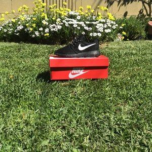 Nike Shoes - NIKE ROSHES