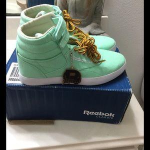 Reebok Shoes - Reebok hi-top mint shoes