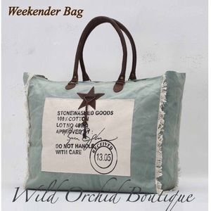 Handbags - 🇺🇸$2.49 SHIPPING🇺🇸🌸LAST ONE 🌸WEEKENDER BAG