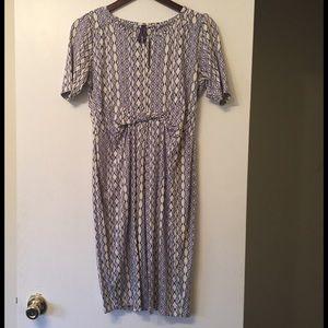 Seraphine Dresses & Skirts - Beige and grey scoop neck short sleeve midi dress