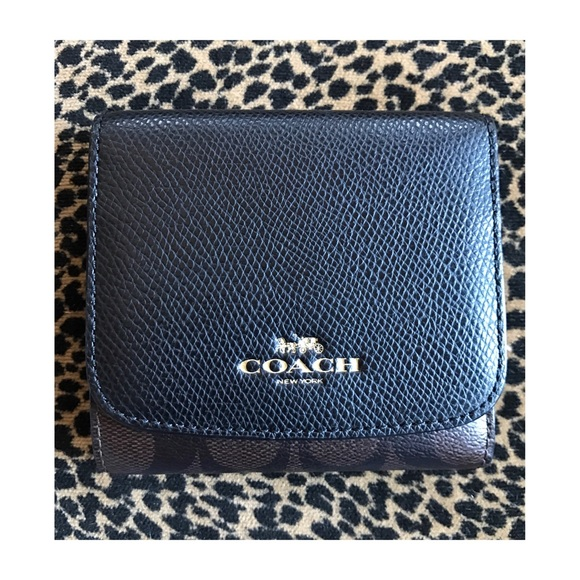 Coach Handbags - Flawless COACH Signature Wallet Like New!
