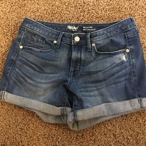 Mossimo Supply Co Pants - Mossimo Jean Cuff MidRise Denim Shorts Size 4 /27