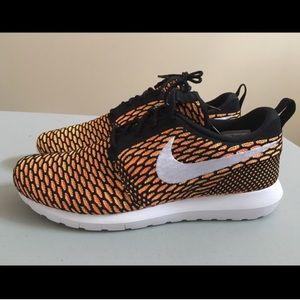 Nike Other - Nike Roshe Flyknit