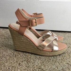 🌸 Two Toned Strappy Wedges 🌸