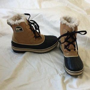Sorel Shoes - Women's Sorel fur waterproof boots size 6 1/2.