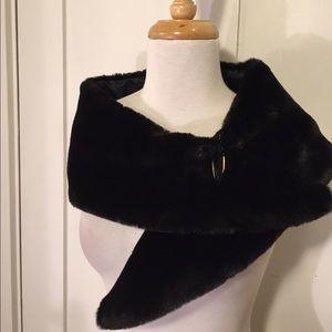 Accessories - Black versatile faux fur color