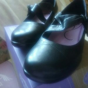 2Chillies Shoes - New Dansko  Mary Janes with Bow  sz 8