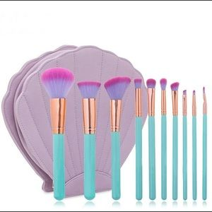 Boutique Other - Mermaid a Makeup Brush Set with Shell Case