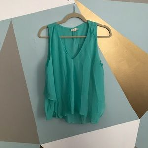 Tops - V-neck flowy layered aqua top