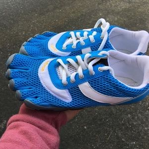 Vibram Shoes - Vivram women's speed five fingers nwob