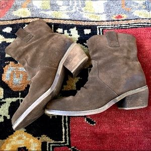 BDG brown leather Suede  ankle boots