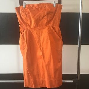 Strapless dress with pockets and exposed zipper