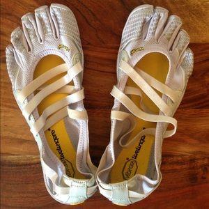 Vibram Shoes - Vibram toe shoes