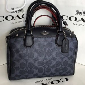 Coach Handbags - 🍀Coach Purse🍀