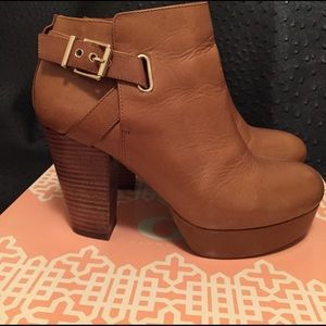 Gianni Bini Shoes - Tan Ankle-Platform Boots -Top Condition-Like New