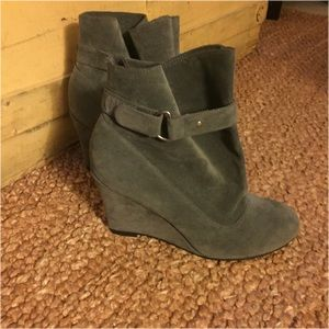 NWOB BOUTIQUE GRAY FAUX SUEDE WEDGE BOOTIES 8.5