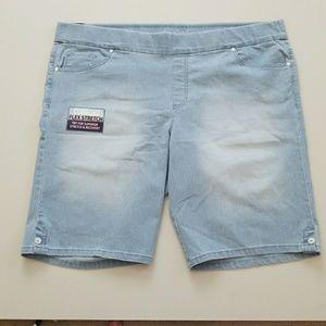Gloria Vanderbilt Pants - NWT Slimming Stripes Denim Bermudas