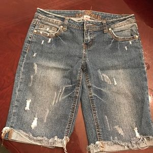 Almost famous distressed shorts