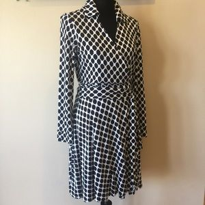 Diane von Furstenberg Dresses & Skirts - DVF Iconic Wrap Dress