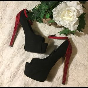 Wild Pair Shoes - VGUC Wild Pair Red/Black Platform Studded Heels, 8