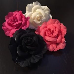 Claire's Accessories - Flower Hair clips✨🎀