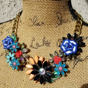 Jewelry - Jeweled flowers statement necklace, goldtone