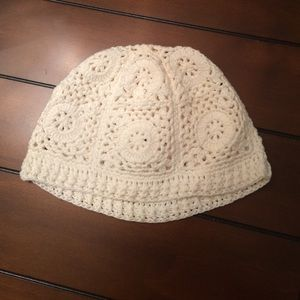 Accessories - 🚛MOVING SALE🚛 MAKE OFFER🚛 crochet beanie