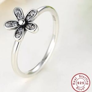 Jewelry - 925 Sterling Silver Dazzling Flower Ring Women 8