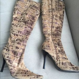 Luichiny Shoes - Luichiny High knee boots 👢👢👢size 9