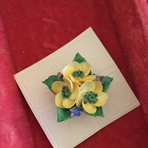Jewelry - Lovely Vintage Porcelain Pin