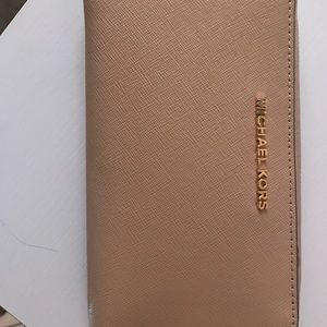 d08ea78240882 Michael Kors Bags - Michael Kors wallet in the color Oyster