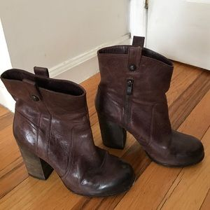 Vince Camuto Shoes - VINCE CAMUTO Stacked heel leather brown bootie / 7