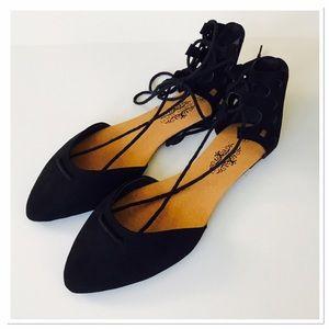 Shoes - ⭐️HP⭐️NWOT Black lace up flats