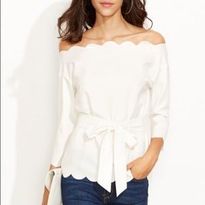 Scallop trim off the shoulder top white size small