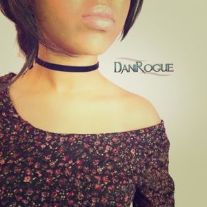 Dani Rogue Jewelry - Adorable black velvet choker!