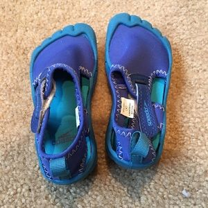 Other - 2 pairs Size 5/6/7 boys flip flops & pool shoes