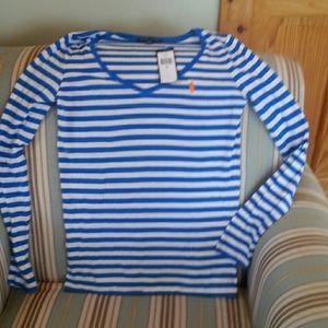 Long sleeve T-shirt.