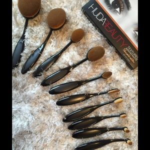 MAC Cosmetics Other - NEW IN‼️ 10 piece oval brush set