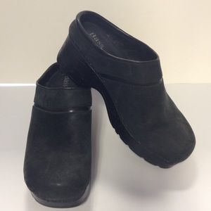 Bass clogs black size 6