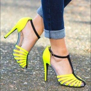 Shoes - Brand new Yellow & Black Heels
