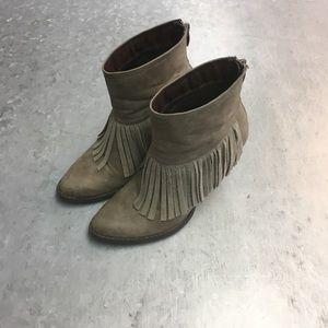 Volatile Shoes - Very Volatile booties with fringe! Sz 7.5!