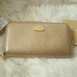 Michael Kors Handbags - NWT* Michael Kors Jet Set Travel Wallet *