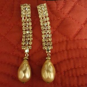 Carnegie Jewelry - VINTAGE CARNEGIE CLIP EARRINGS