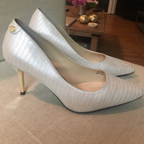 11c7cd2246e j. renee Shoes - Pearl pumps
